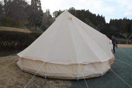 みなさん、チームワークはさすが!手際よく動いて、あっという間にテントがたてられました。