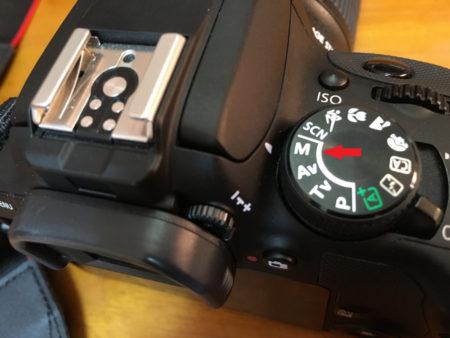 まずはカメラをマニュアルモードに設定。・・はじめてマニュアルモードに設定します。