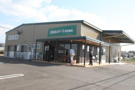 東市来町に2018年に完成した搾油施設。直売店も