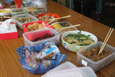 昼食をはさみ、つづいて訪ねたのは二十番札所、あさぎり町深田宮坂の植深田(うえふかだ)観音。丘の上にありました。