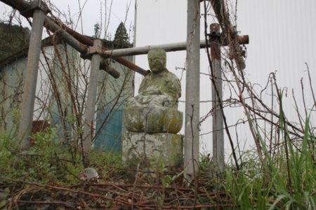 十九番札所は、あさぎり町深田内山の内山観音。杉木立の中にありました。