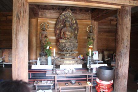 仏像を守ってこられた地元の方が、説明してくださいました。