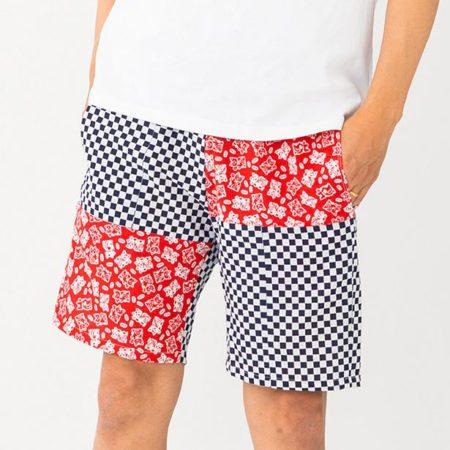 男性用はひざ上のショートパンツ。