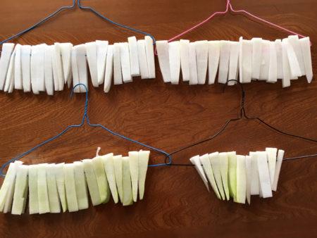 一本の大根で、針金ハンガー4つ分出来ました。