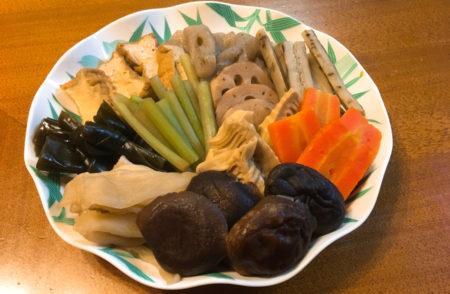 厚揚げやこんにゃく、レンコン、昆布などと一緒に煮しめた「お煮しめ」が出来ました。