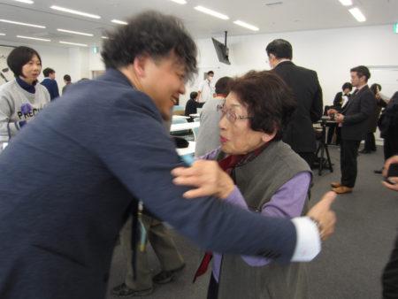 セミナー終了後、難聴に悩む90歳の女性と…