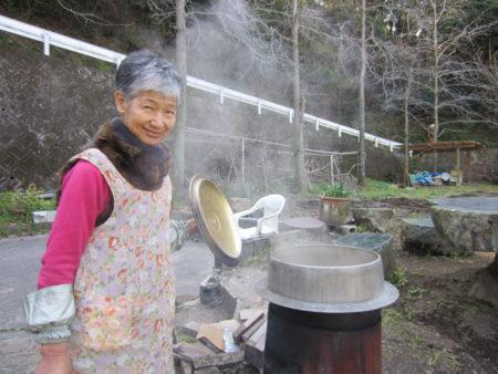 豚汁を大鍋で…