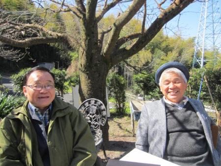 平山さんと小学校の頃からの付き合いの入江正介さん(左)!