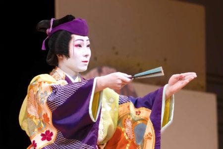 「水仙丹前」を踊る二仁祇さん