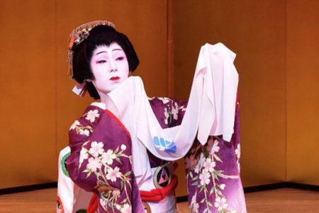日本舞踊には、先人の暮らしや文化が型や様式となって表現されています。