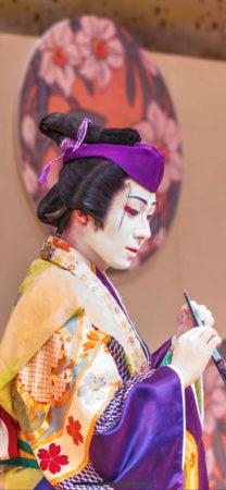 日本舞踊で培った人脈に感謝して、自分の踊りを磨いていきたいです。