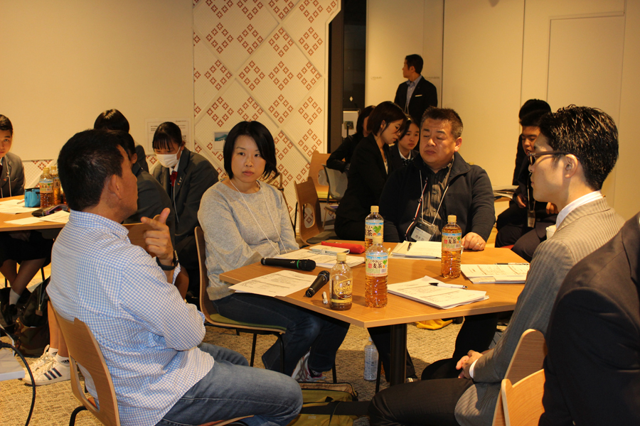 次に、参加者同士のグループワークが行われ、お互いにビジネスに関する悩みを出し合ったり、今川氏に聞いてみたいビジネスポイントなどについて話し合いました。