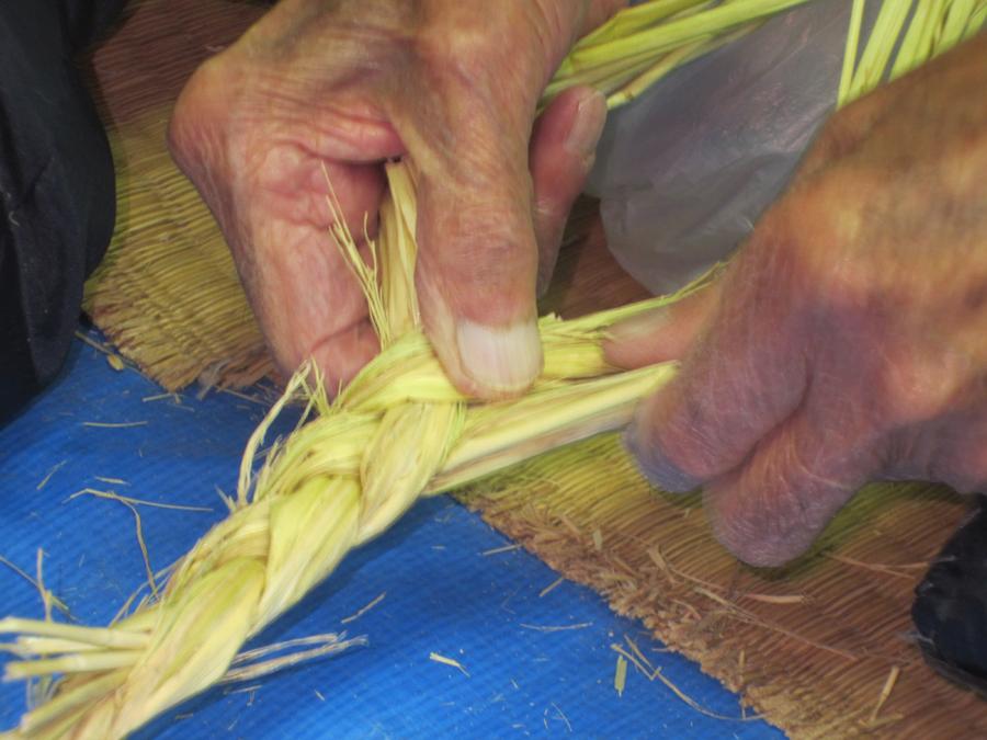 それぞれが長年の体で覚えた感覚で見事に編み上げていきます。