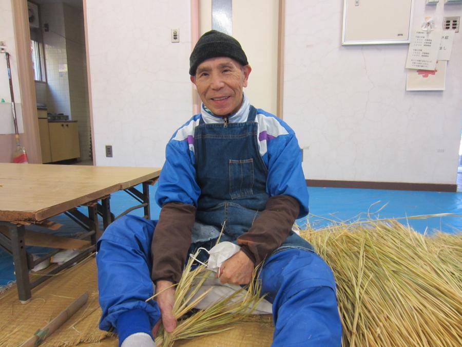 大しめ縄を毎年編んでいる田中清利さん