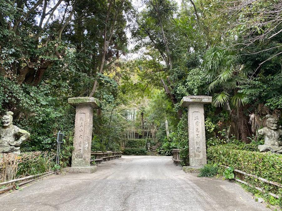 大慈寺の門前
