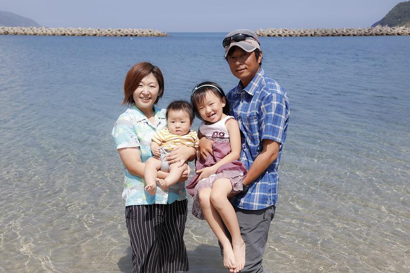 甑島で旅行会社「こしきツアーズ」を営む齋藤さんご一家