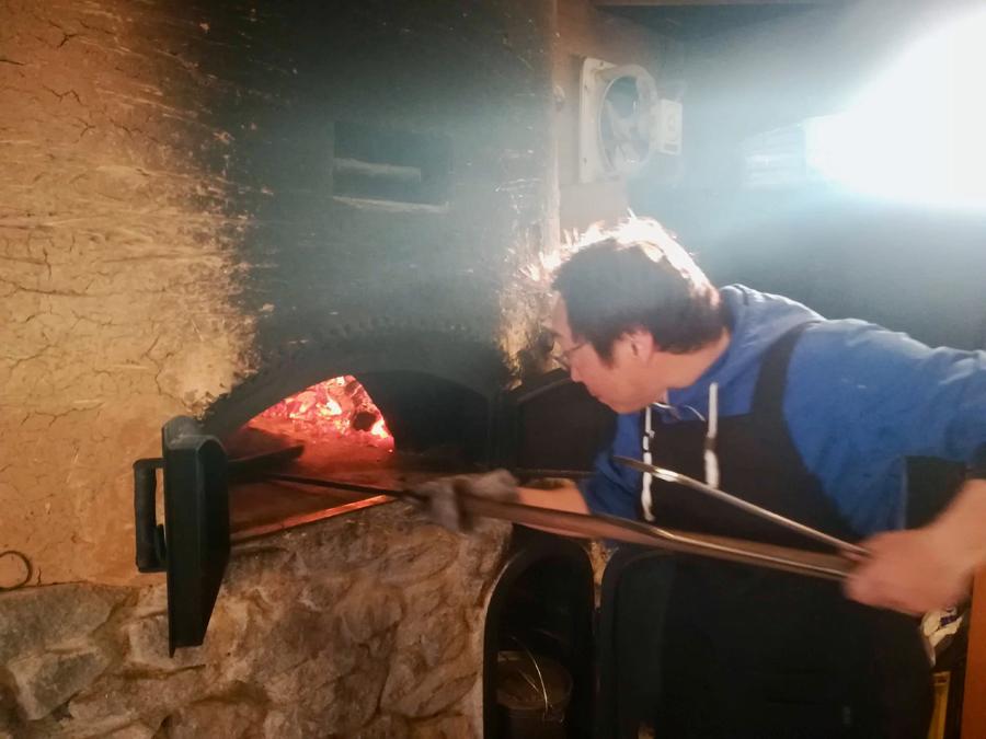 伊佐には石窯の達人、石窯マイスターもいます!