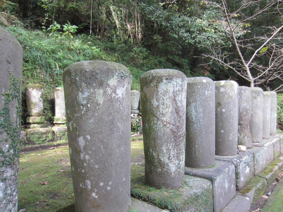 丸い墓石がご住職方のお墓