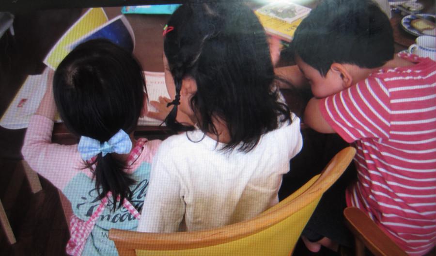 キッズクッキングを終えた子どもたちは、さっそくこの本をめくりながら、次は何をつくろうかと心躍らせていました