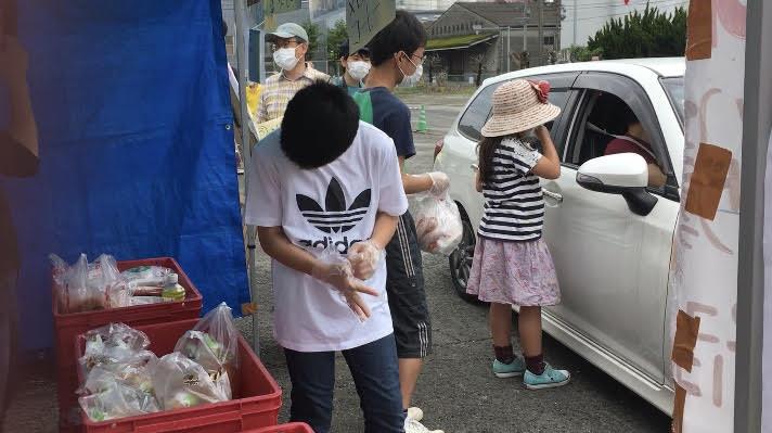 子ども食堂によるドライブスルーバザー(5月17日)
