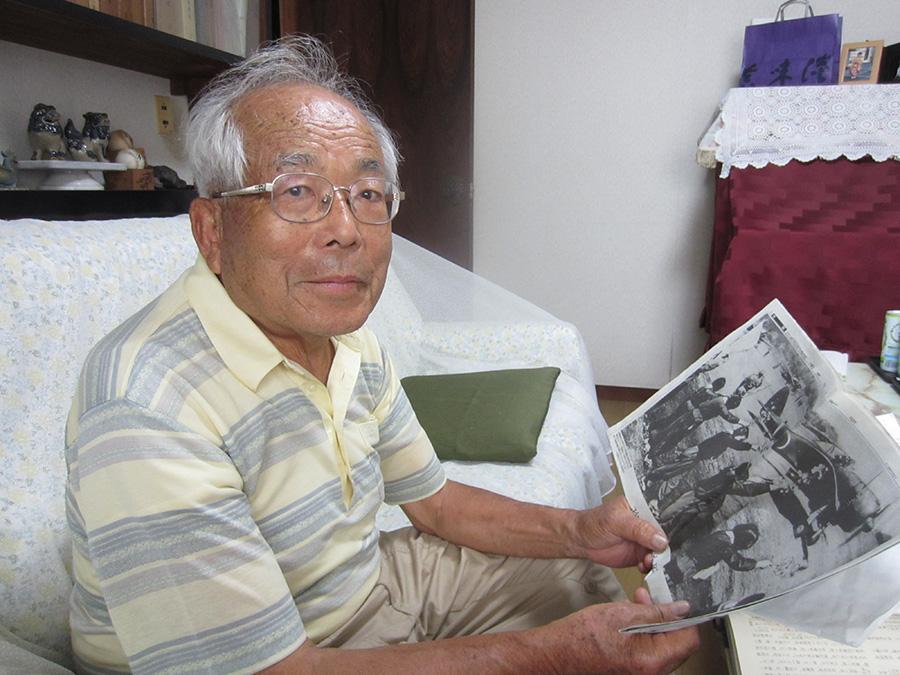 「終戦の年(昭和20年)の元旦の朝、B29が飛んで来ましたよ」と話す小松さん