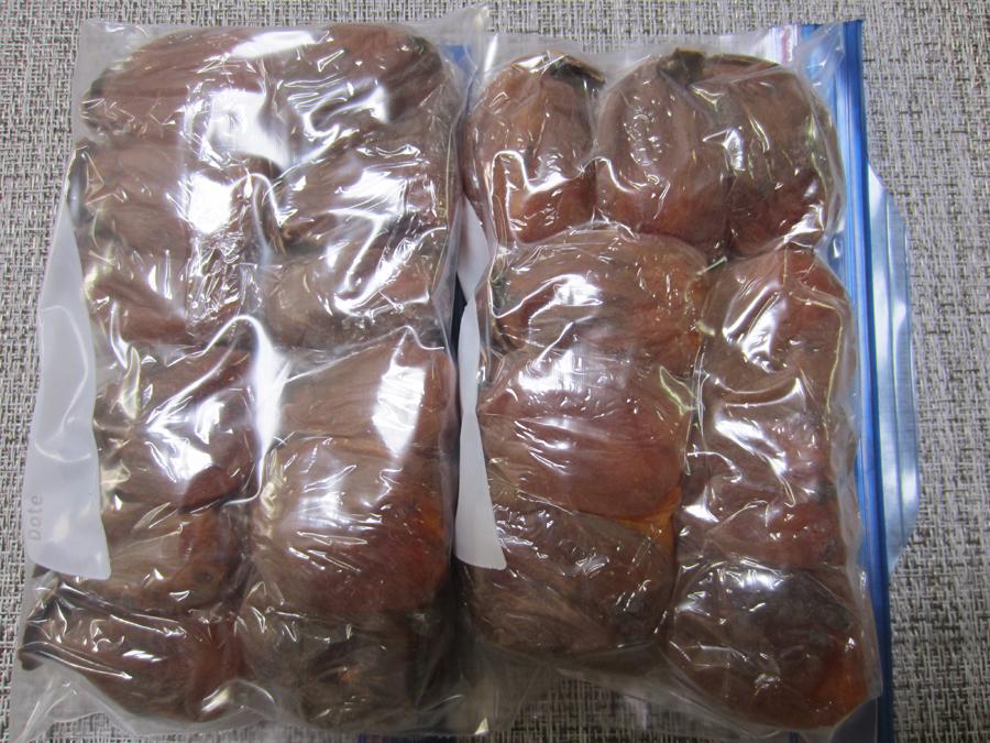 残った干し柿は冷凍保存にしました。