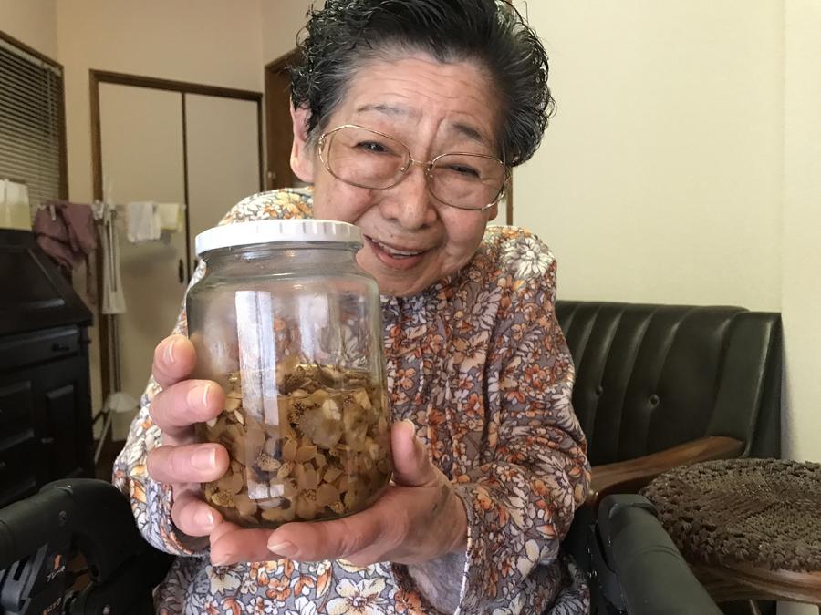 「いいのができたね~」と笑顔いっぱいの不二子おばあちゃん