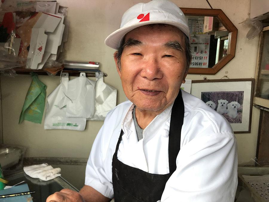 かからん団子づくり名人の柏木のおじちゃん(84)