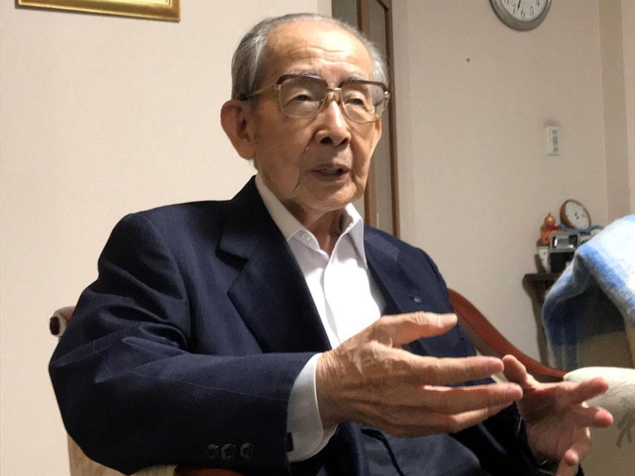 空襲直後の様子を語る海江田さん