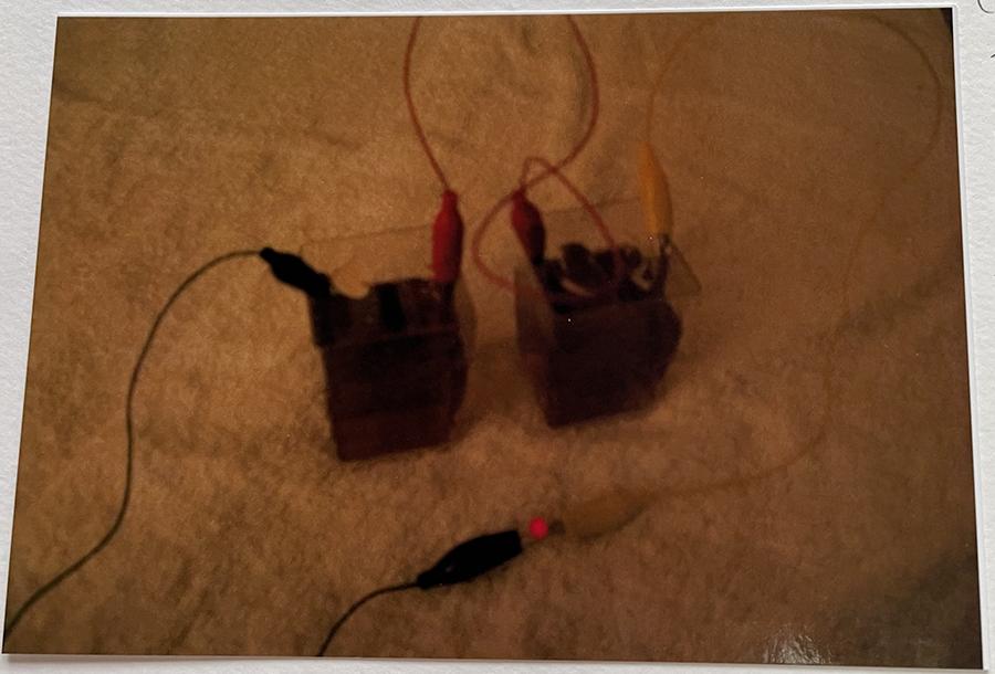 麦茶2個の場合・・LEDはついた。レモン2個の時と同じくらいの明るさだった。