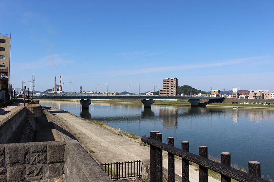 川内川にかかる太平橋(国道3号線が通る)