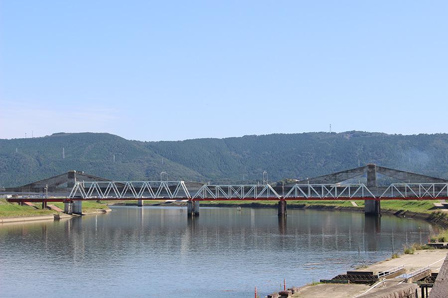 鹿児島本線の鉄橋・・鉄橋と太平橋に集中的に爆弾が落とされた